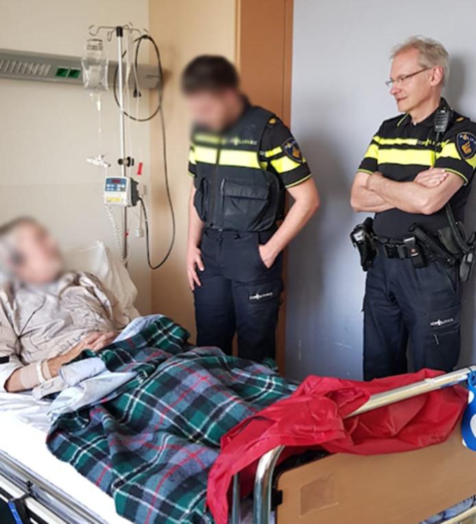 De 17-jarige Deniz bezoekt zijn vader.