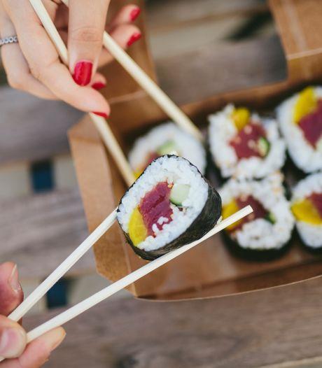 Worm nestelt zich in amandelen van Japanse vrouw na eten van sushi