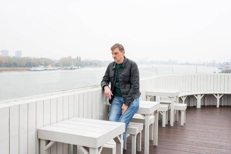 Peter Van Den Begin: 'Ik merk dat mijn kinderen (Van Den Begin heeft twee dochters van 8 en 11 jaar, KK) het ook kunnen: verdwijnen in hun fantasiewereld' Beeld Karmen Ayvazyan