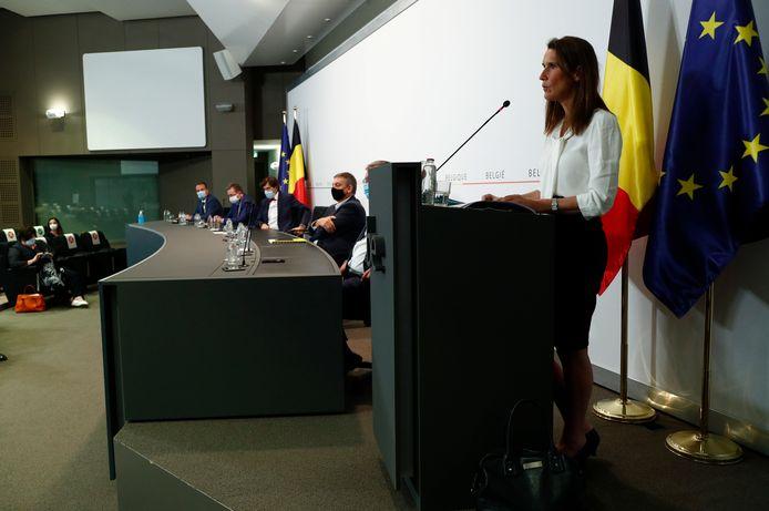 Premier Sophie Wilmès (MR) tijdens de persconferentie na afloop van de Veiligheidsraad gisteren.