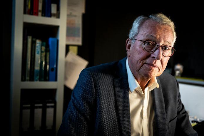 Thrillerschrijver Willem van Ravestijn uit Nuenen overleefde een zeer heftige vorm van corona.