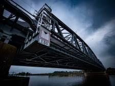 Schippers rammen IJsselbrug in Zutphen, meerdere keren per jaar: waarom wordt er niets gedaan?