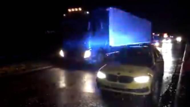 Britse politie vindt vijftien mensen in vrachtwagen