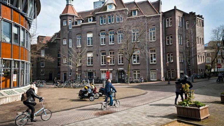 Links het nieuwe pand Beeld Maarten Steenvoort