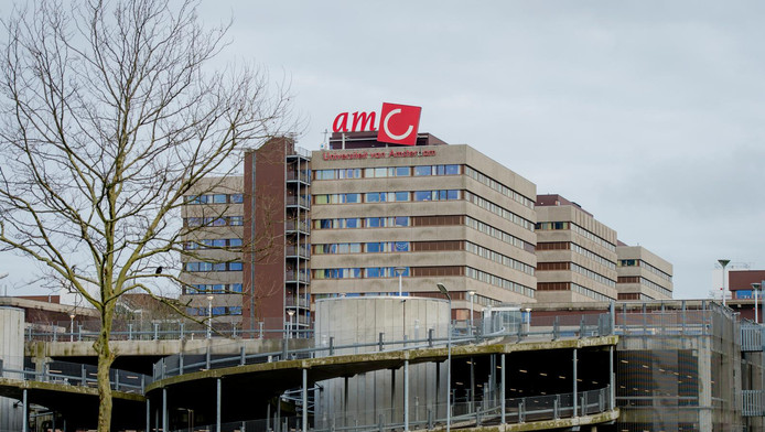 Exterieur van het Academisch Medisch Centrum, ziekenhuis AMC in Amsterdam.