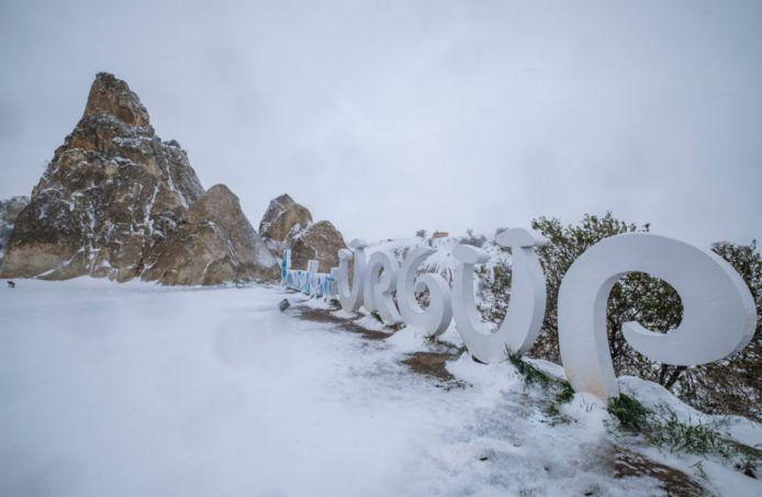 De sneeuw is spelbreker in Turkije.