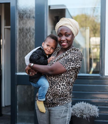 Jackie komt op voor de vrouwen in haar vaderland Oeganda: 'Hun leven zit op slot'