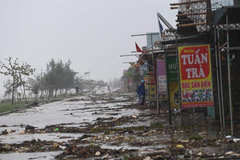 Gesloten restaurants bij het strand in Dien Chau. Beeld afp