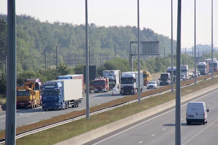 Het ongeval gebeurde op de E19 ter hoogte van Sint-Job en zorgde voor een lange file.