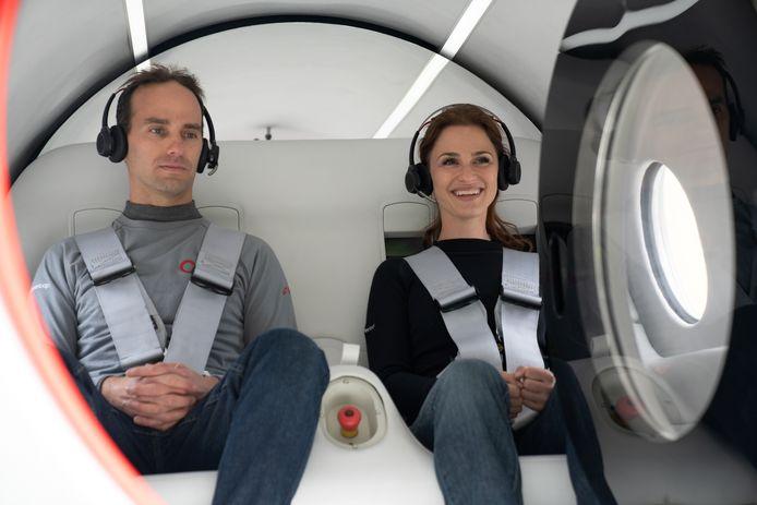 Directieleden Josh Giegel en Sara Luchia tijdens de test.