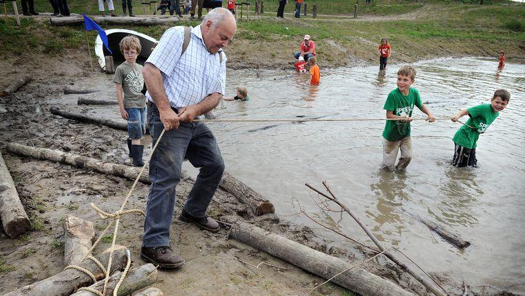Natuurspeeltuin op Tiengemeten. Beeld Marcel van den Bergh / de Volkskrant