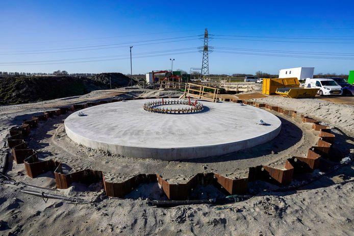 Aannemers Bam Infra heeft al 81 fundamenten van 4 meter dik gestort, zoals hier op archiefbeeld bij Borssele. Bij aannemer Switch staat de teller door grondwaterproblemen nog op nul.