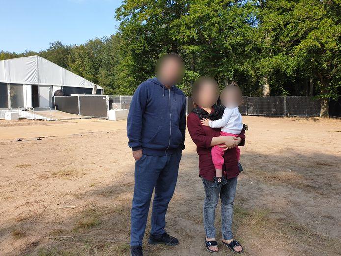 Eraj en zijn gezin in de noodopvang, in natuurgebied Heumensoord.