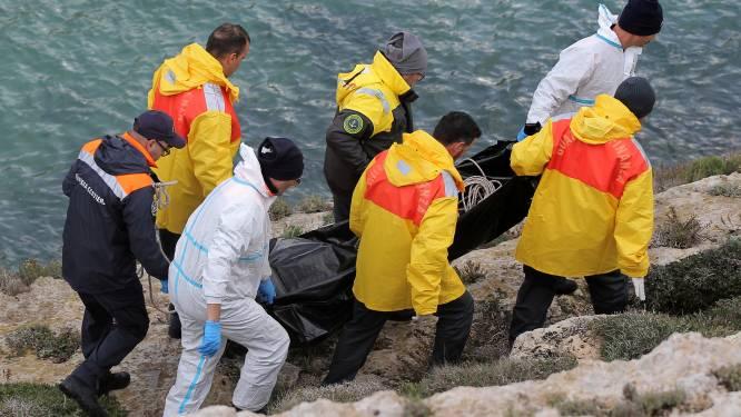 Overbeladen boot kapseist bij Lampedusa: minstens zeven migranten verdronken