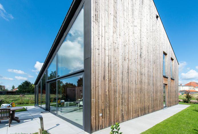 Le bois est un matériau plein de caractère, qui s'impose également comme finition de façade.