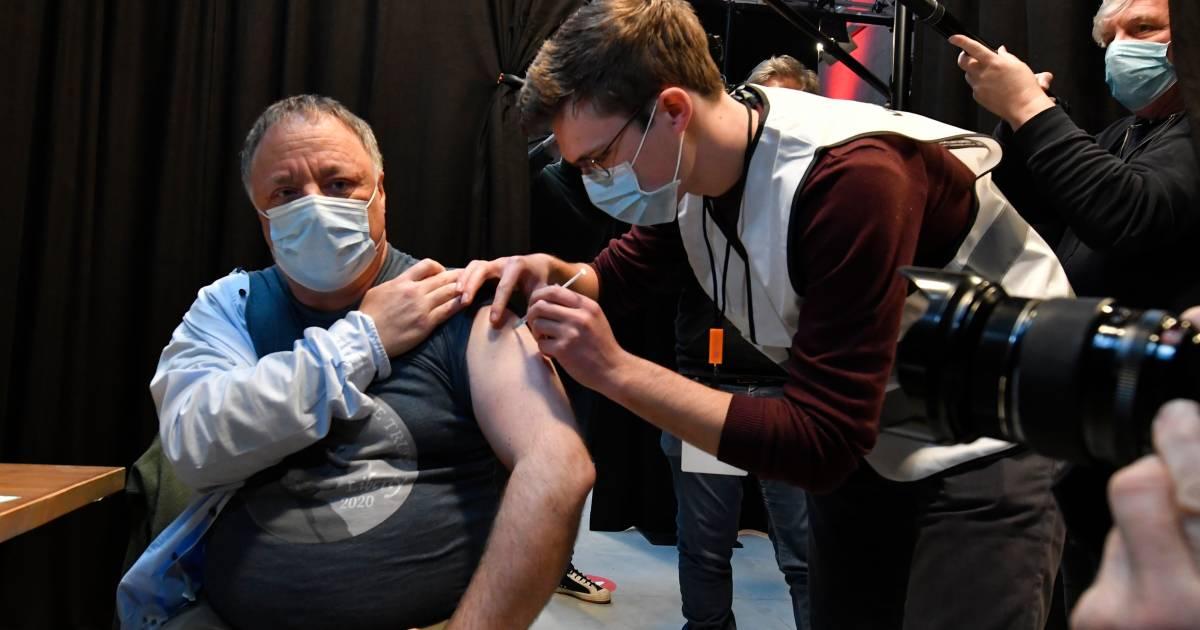 Marc Van Ranst défend le vaccin AstraZeneca par l'exemple - 7sur7