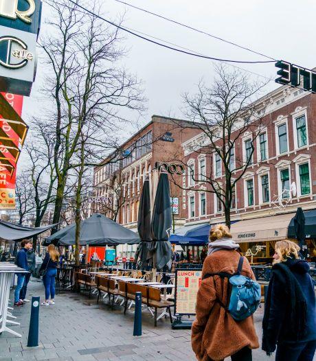 Geen auto's, wel grotere terrassen in Witte de Withstraat