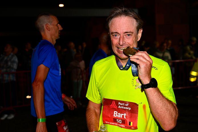 De Wever de marathon uit in  4:11.21, 4 minuten beter dan zijn beoogde doel.