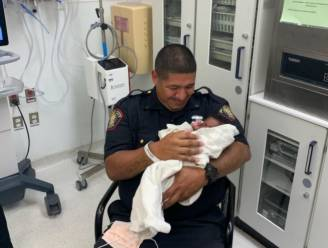 Amerikaanse man gooit baby van balkon, agent kan het kind op het nippertje vangen