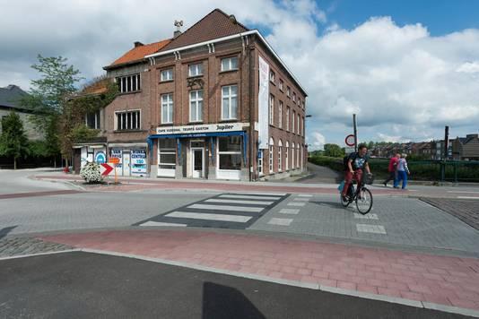 Op het braakliggend terrein stond tot 2012 het bekende volkscafé De Vleeshal.