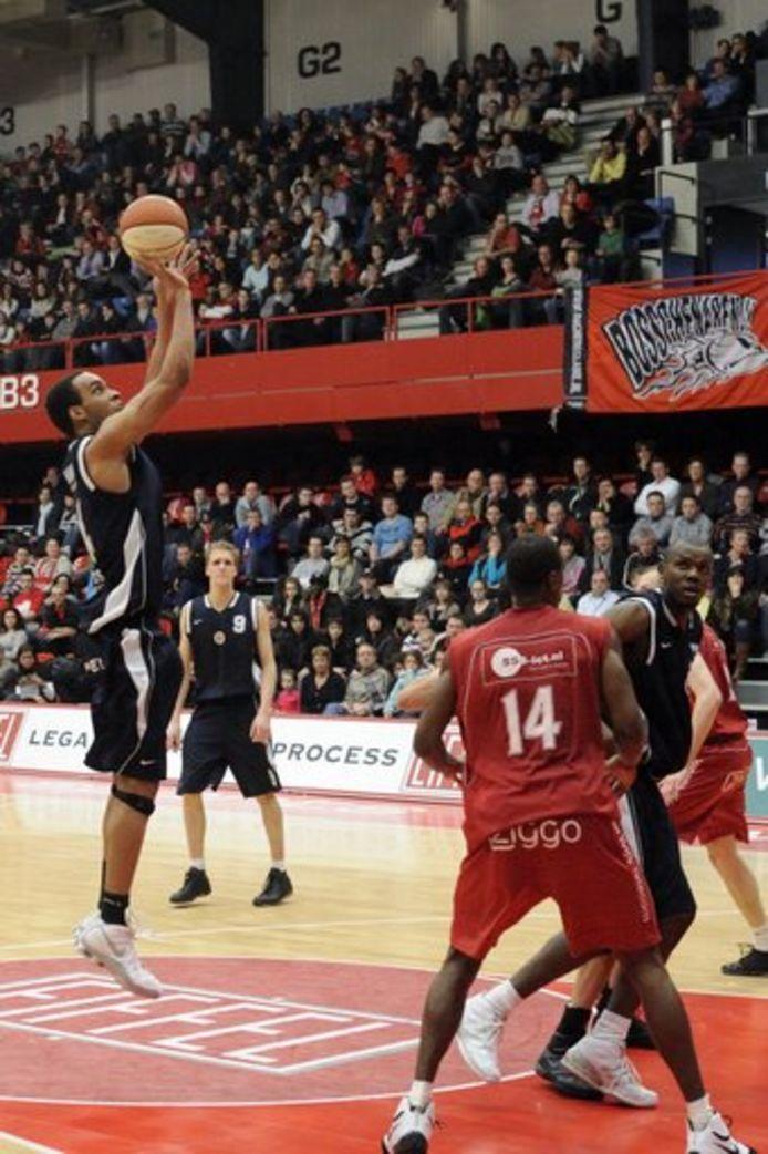 Op zijn zeventiende besloot Frimpong basketballen te proberen.