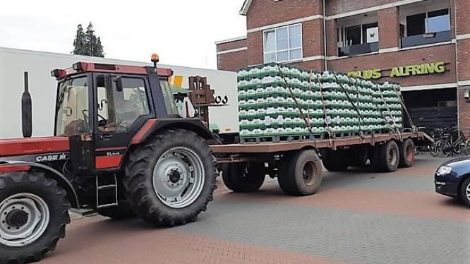 Bier in promotie: vrienden halen 11.760 flesjes op met tractor
