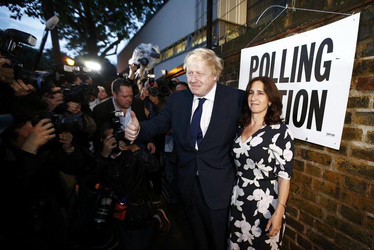 Brexit-aanhanger en oud-burgemeester van Londen Boris Johnson bij het stembureau waar hij zijn stem heeft uitgebracht. Peilingen wijzen naar een verlies voor de euroscepticus. Beeld reuters