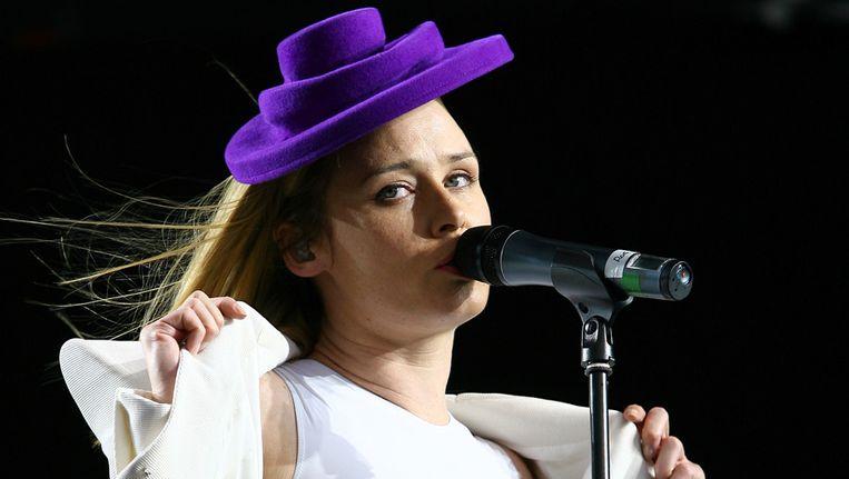 Roisin met een van Christophe Coppens' hoeden.