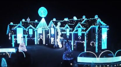 Je zal er maar naast wonen: is dit het meest psychedelische kersthuis ooit?