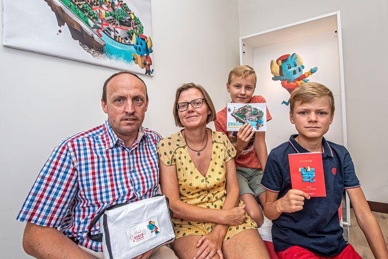 Ignace Defever en Vinciane Verschoore van hotel De Bonte Os met hun kinderen Armand en Désiré in de Ozzy-familiekamer van hun hotel.