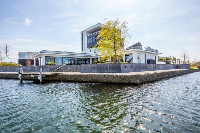 Villa aan de Waterkering in Cuijk.