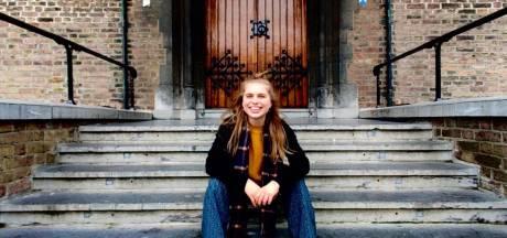 Milou (20) maakt een kieswijzer voor kinderen: 'Op de PVV na hebben alle partijen geantwoord'