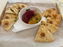 Hummus met naan van Kafé Kamyon