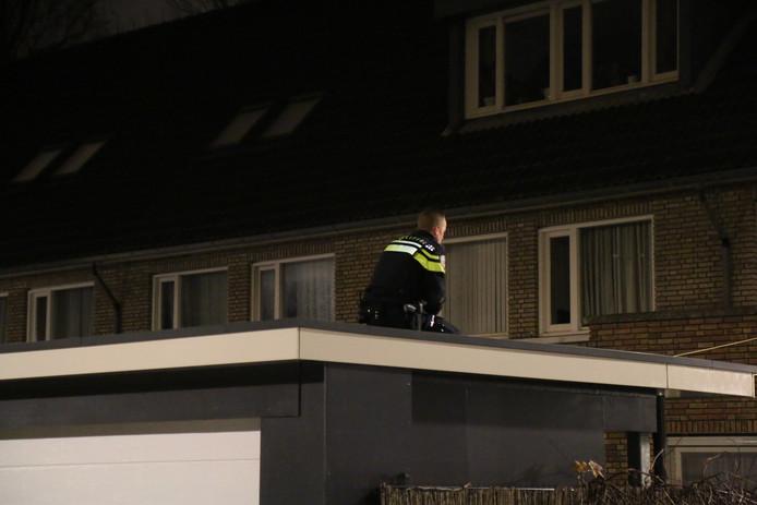 Politie zit ook op het dak.