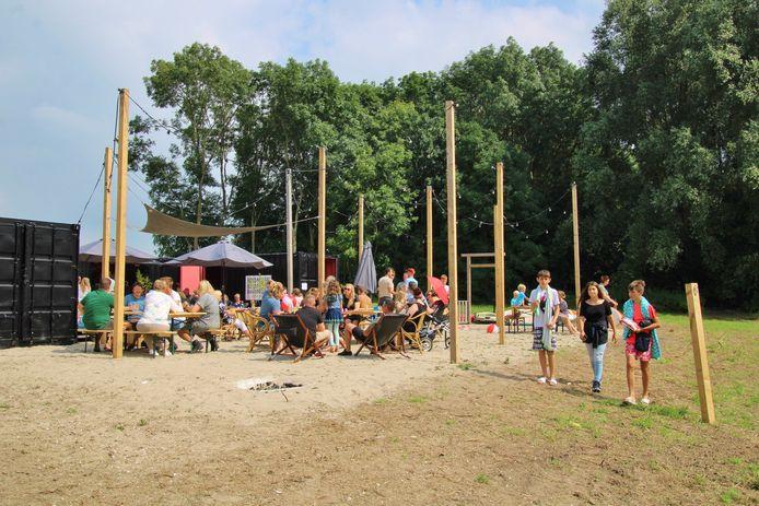 De gemeente Nissewaard en het recreatieschap staken beide 15.000 euro in Barnisse.