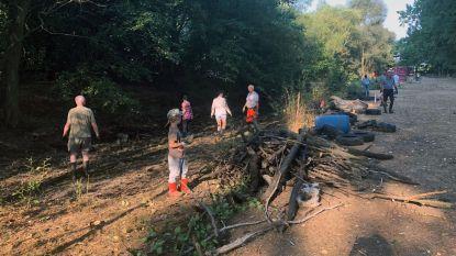 Inwoners en groendienst ruimen 'Vlierbeekse Vaart' op