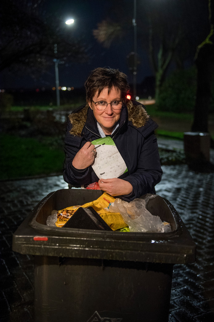 Wilma Verhoeks is kwaad op de AVRI en wil met de door haar opgerichte burgerbeweging om de tafel met de afvalverwerker en de gemeenten.
