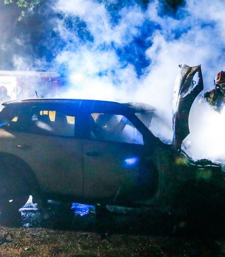 Opnieuw autobrand in Eindhoven: Mini in vlammen op en Porsche overgoten met brandbare vloeistof