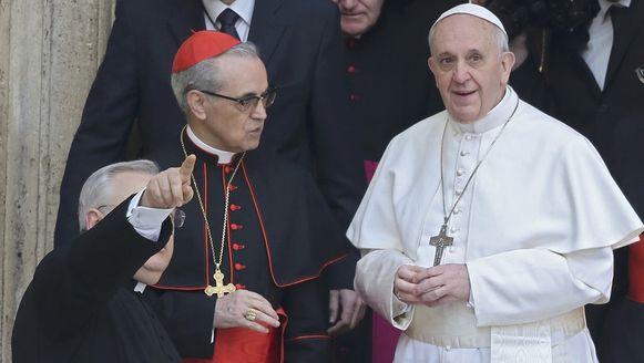 De Spaanse kardinaal Santos Abril en de kersverse paus Franciscus I.