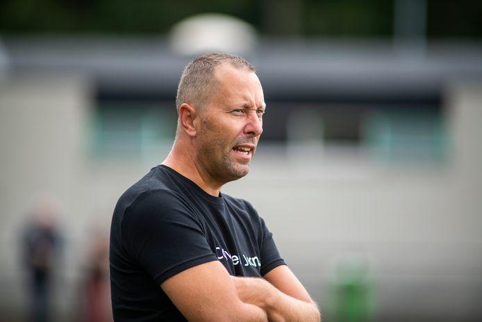 Ralph Mens stopt na 30 jaar onafgebroken trainerschap vanwege veranderde werkomstandigheden. WWNA zoekt daarom een andere trainer.