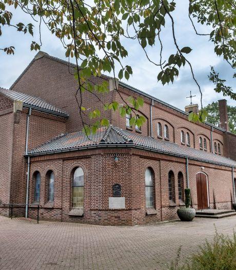 Kerk Ven-Zelderheide in het nieuw, daarna sloop dorpshuis en bouw woningen