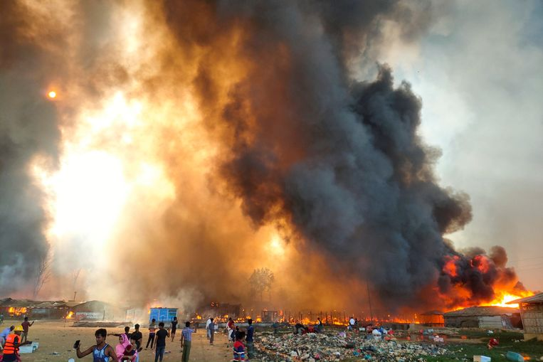 Smoke billows at the site of the Rohingya refugee camp where fire broke out in Cox's Bazar, Bangladesh, March 22, 2021. REUTERS/Stringer NO RESALES. NO ARCHIVES Beeld REUTERS