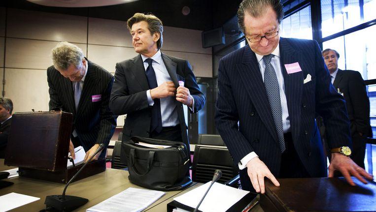 Na ernstige bedreigingen vertrok Van Keulen (midden) deze week voorlopig naar het buitenland. Beeld ANP