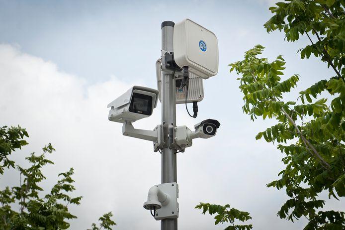 In Roeselare hangen behoorlijk veel beveiligings- en bewakingscamera's, zoals hier op de Stationsplein.