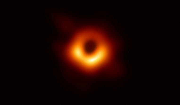 De eerste foto van een zwart gat. Beeld Reuters