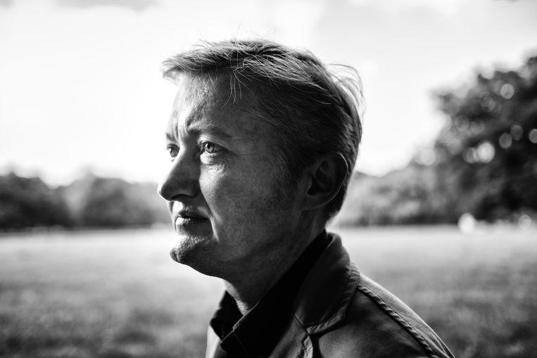 Maxim Februari: 'Met mijn roman wil ik laten zien wat er je allemaal ontglipt door het leven te willen dataficeren.' Beeld Wouter Van Vooren