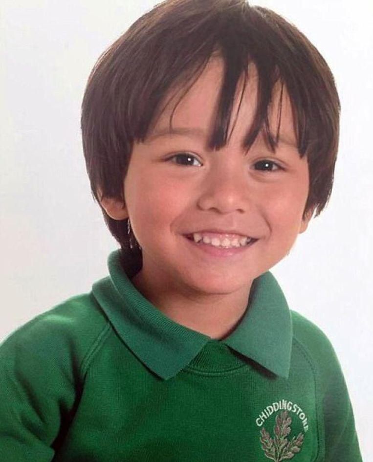 De Australische Julian, 7, raakte gescheiden van zijn moeder en is sinds de feiten in Barcelona spoorloos. Zijn grootvader plaatste een post op Facebook. Beeld RV