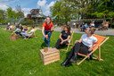 De Pop Up Picknick in het Oranjepark is weer open. Het slechte weer houdt initiatiefnemer Elise Teunissen niet tegen.