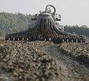 De mest wordt opgeslagen om het later uit te rijden op het land.