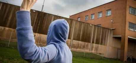 Rotterdammers proberen drugs de Dordtse bajes in te krijgen, maar worden gesnapt